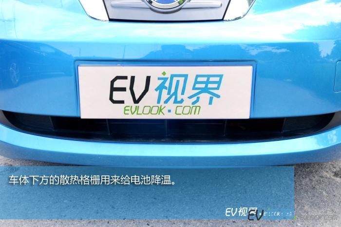 车体下方的散热格栅用来给电池降温。
