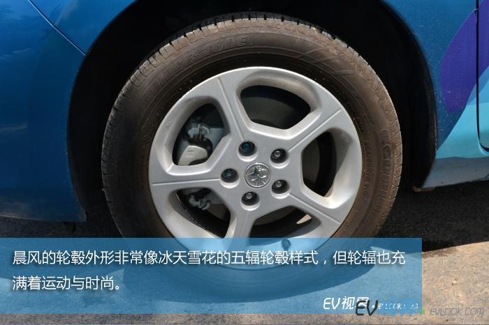 晨风的轮毂外形非常像冰天雪花的五辐轮毂样式,但轮辐也充满着运动与时尚。