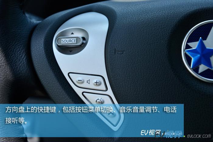 方向盘上的快捷键,包括按钮菜单切换、音乐音量调节、电话接听等。