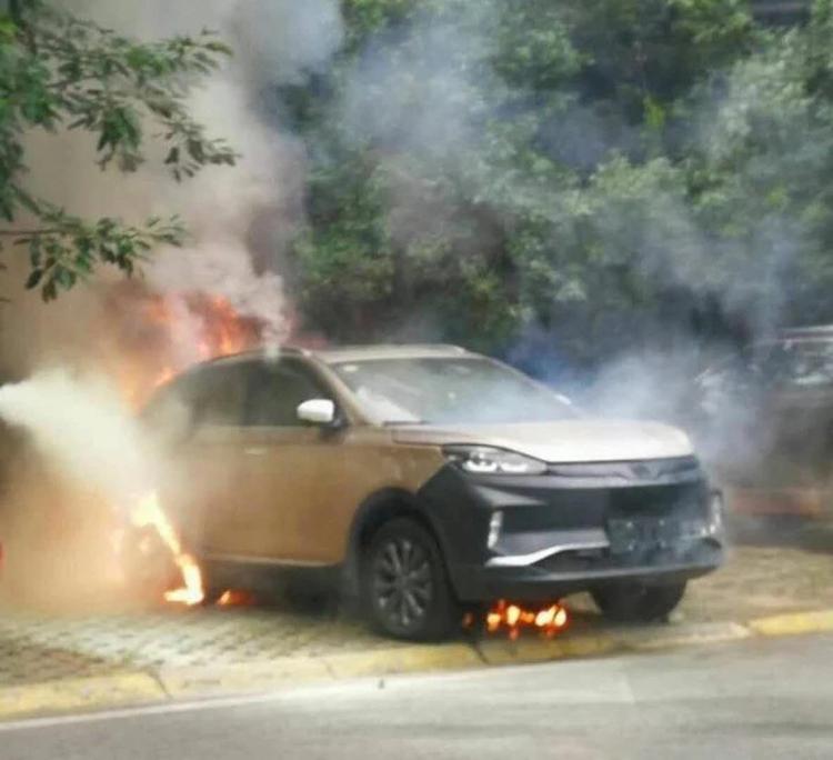 威马EX5试装车起火自燃官方回应:是报废试装车