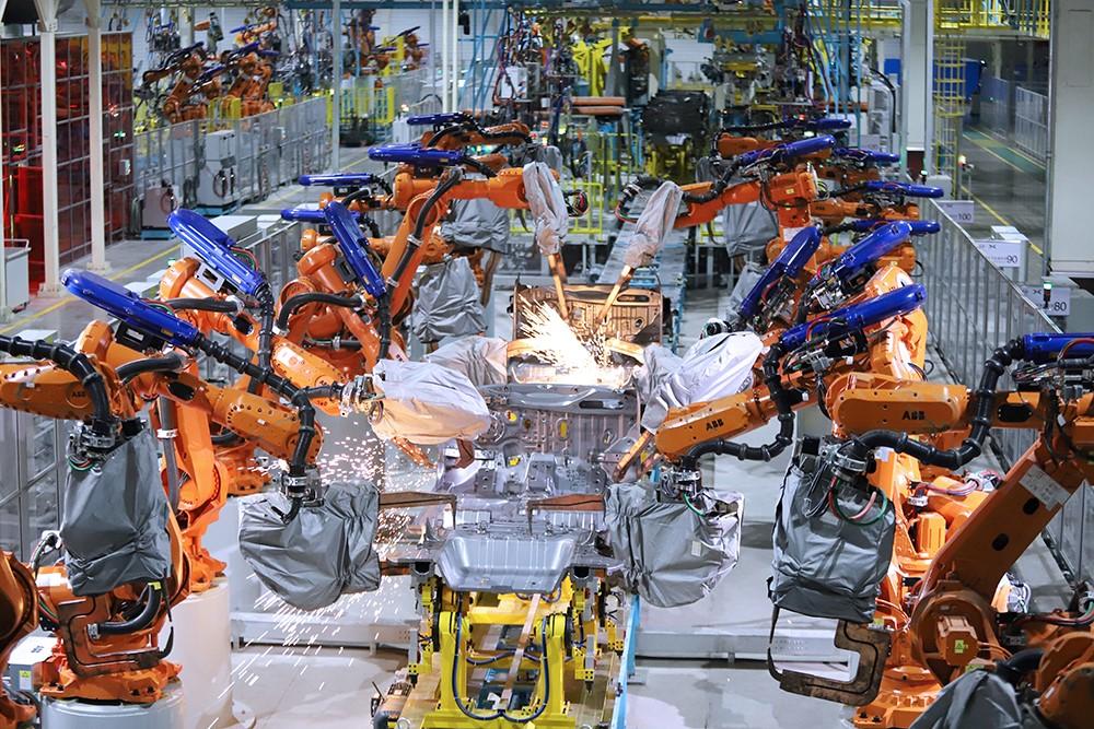 2、海马小鹏智能工厂焊装车间.jpg