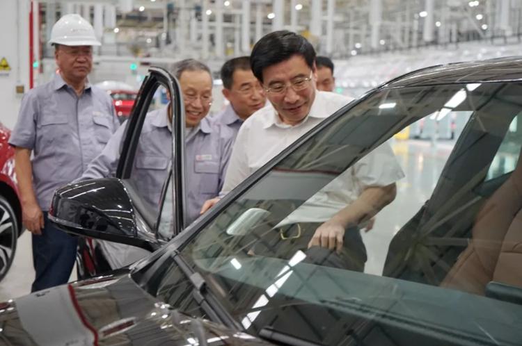 工信部部长苗圩: 金康SERES代表了新能源汽车产业发展的方向,希望为行业的发展再做典范