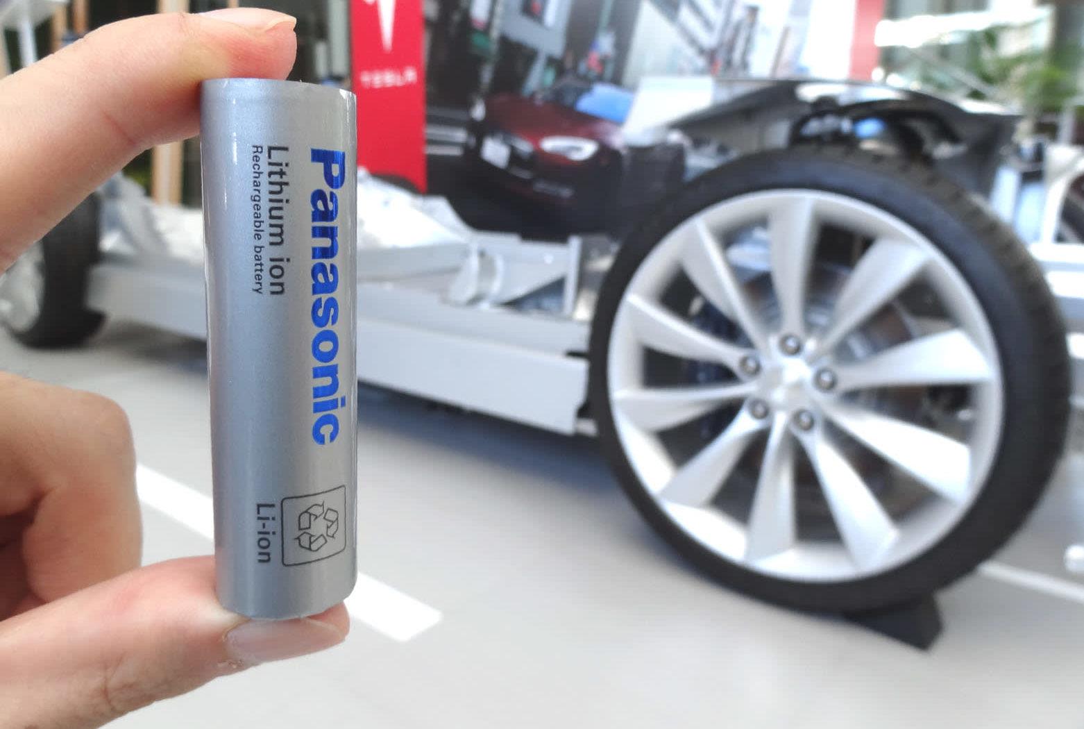 panasonic-tesla-battery-e1533126068426.jpg