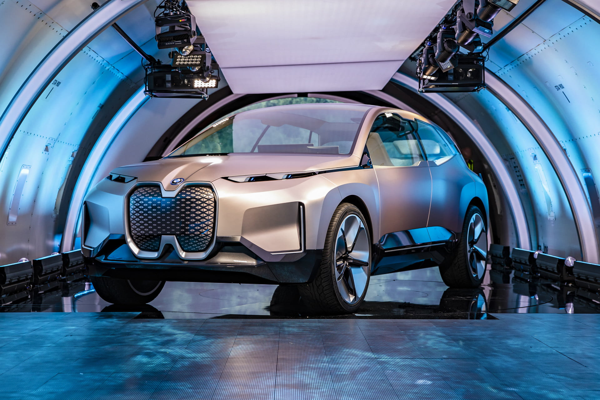 bmw-vision-inext-announcement-29463-1920x1280.jpg