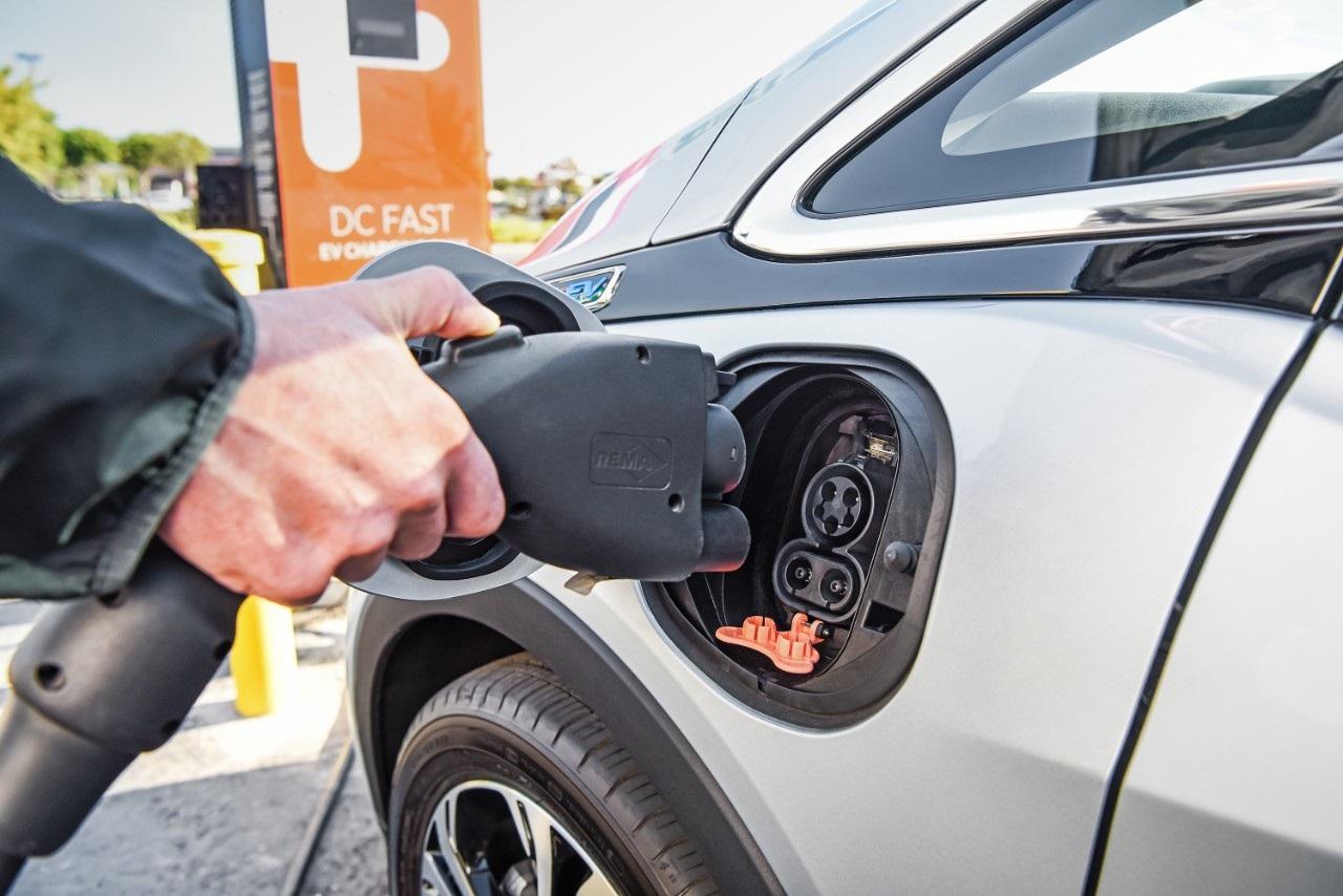 chevrolet-bolt-ev-charging.jpg