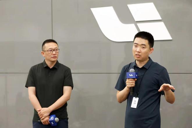 理想汽车创始人、董事长兼CEO 李想(右) 理想汽车联合创始人兼总裁 沈亚楠(左)