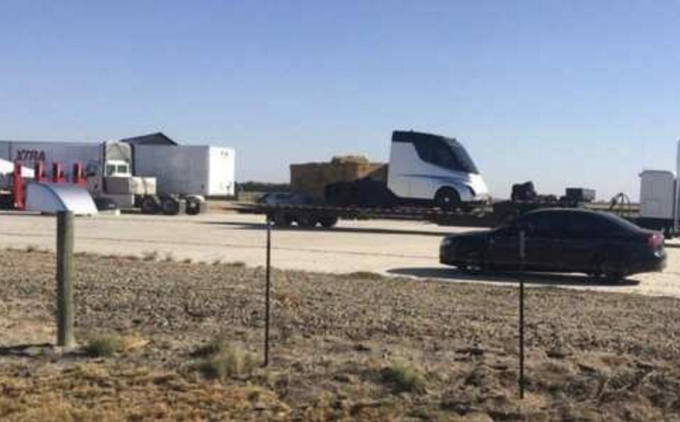 特斯拉纯电动卡车实车图曝光 确认延期到11月16日发布