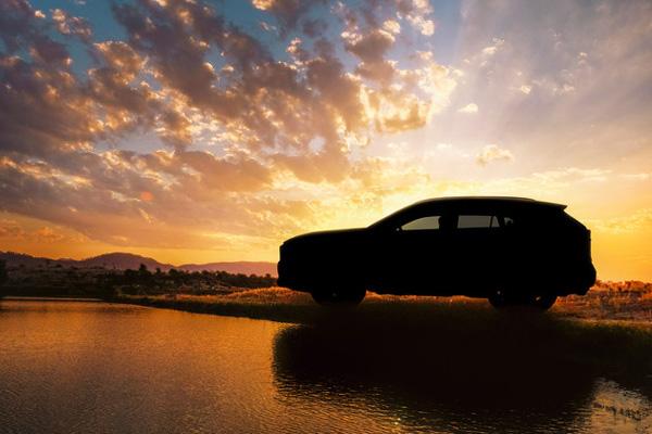 丰田全新RAV4预告图 有望推混合动力版本
