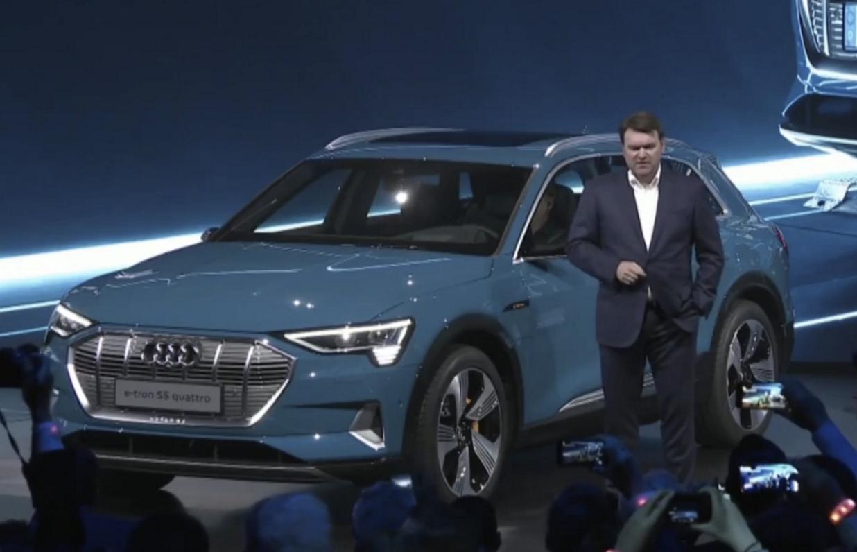 奥迪首款量产纯电动SUV e-tron正式亮相 续航400km 明年入华