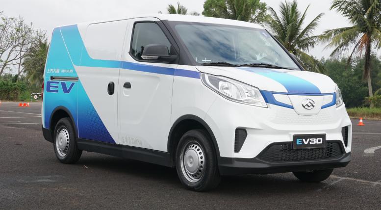 专业智能物流新选择 上汽大通EV30体验试驾