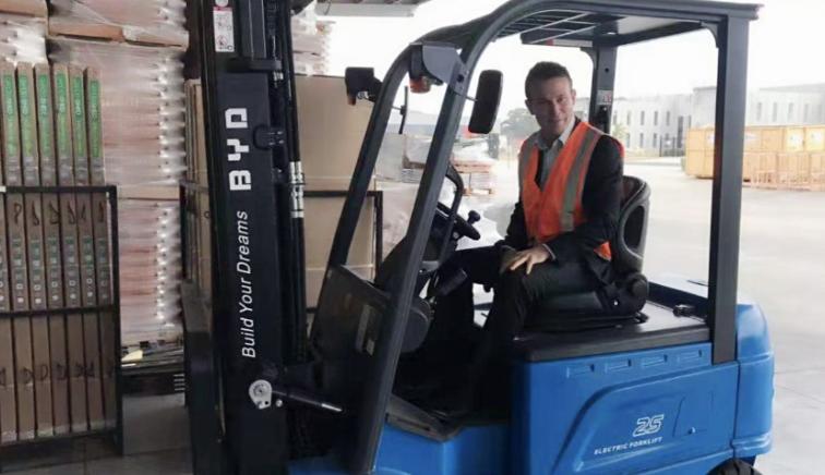 百台电动叉车下月陆续交付  比亚迪澳洲刮起绿色旋风
