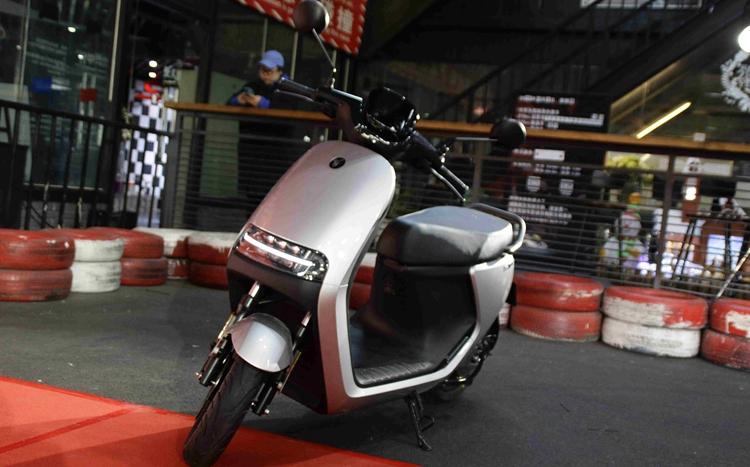 摩托车也能如此智能 试驾九号电动E