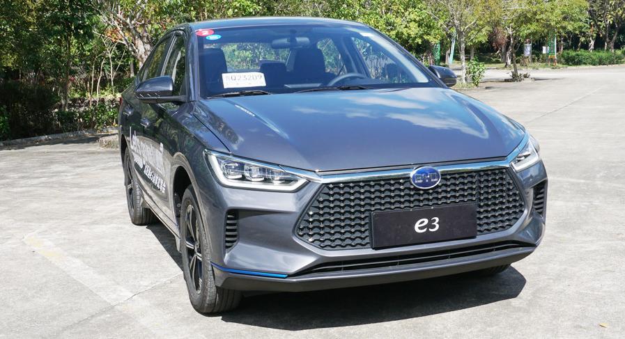 比亚迪e3体验试驾 经济实惠大空间 这样的车你不爱吗?