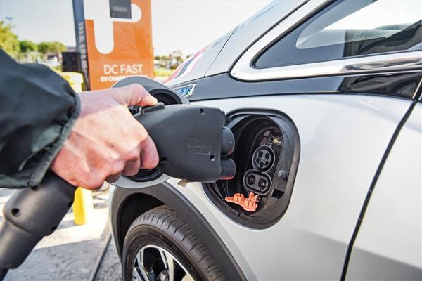 全国1月充电桩数量新增2.4万台,车桩比约为3:1