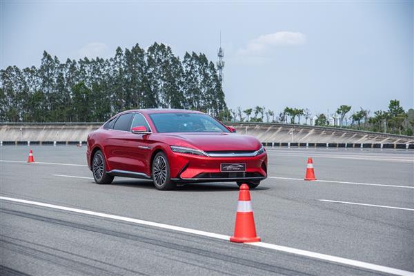32.8米!汉EV创造全球新能源车最短百公里制动距离纪录