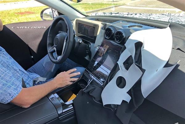 将推出插电混动版车型 全新奔驰C级内饰谍照曝光