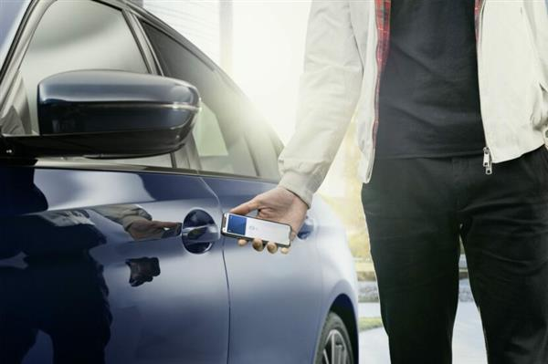 苹果发布汽车懒人包:手机CarKey开车门+电动车充电路线规划