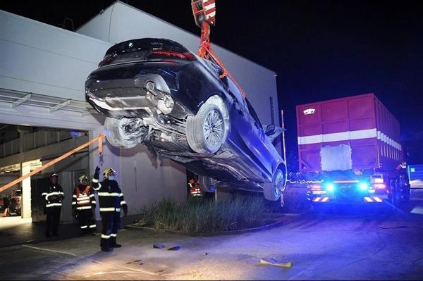 捷克宝马330e充电时发生自燃 消防部门降低复燃风险