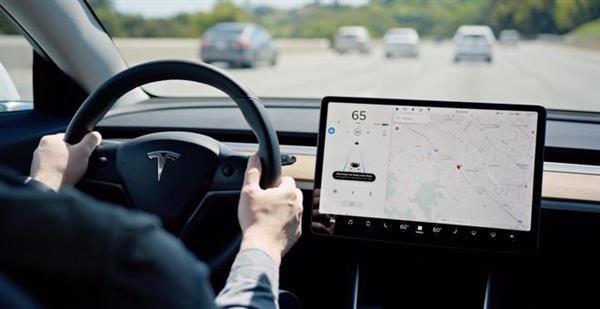 Autopilot可保持在超车道行驶 特斯拉新软件更新