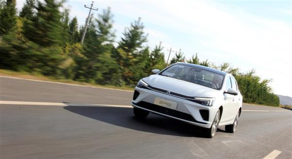 这样的R标纯电轿车不比Model 3香? 动态体验ER6