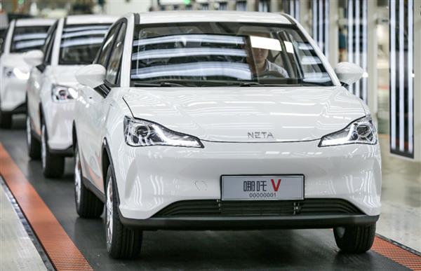 哪吒V量产车型正式下线 上市进入倒计时