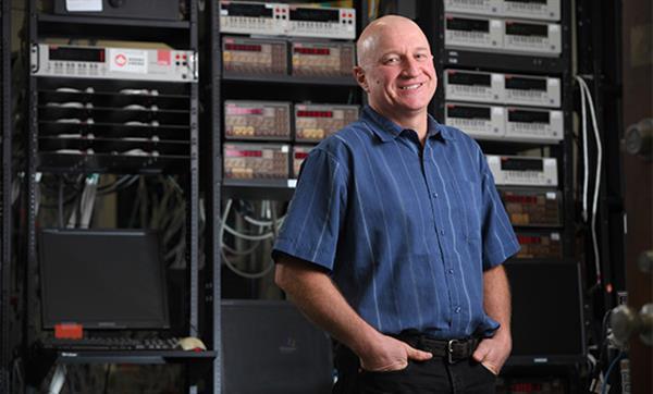 特斯拉与物理学家Jeff Dahn团队续约5年,貌似对固态电池没兴趣