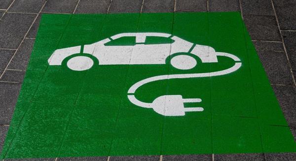 全国公共充电桩1月增加0.4万台