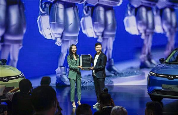 威马W6发售50小时订单超6000台,首批车辆开启交付