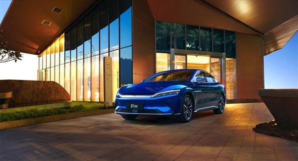 科技之光与自然之光的完美融合 汉EV引领都市潮流新风尚