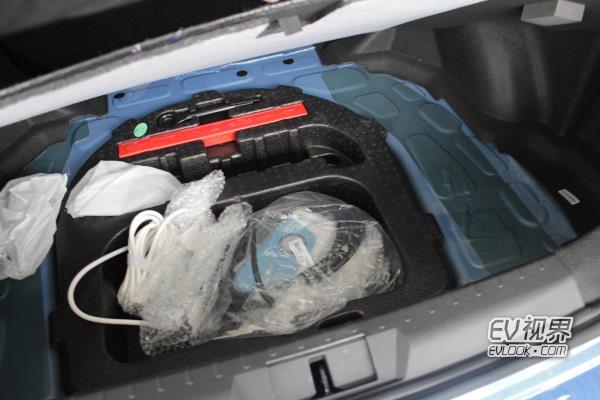 帝豪EV450