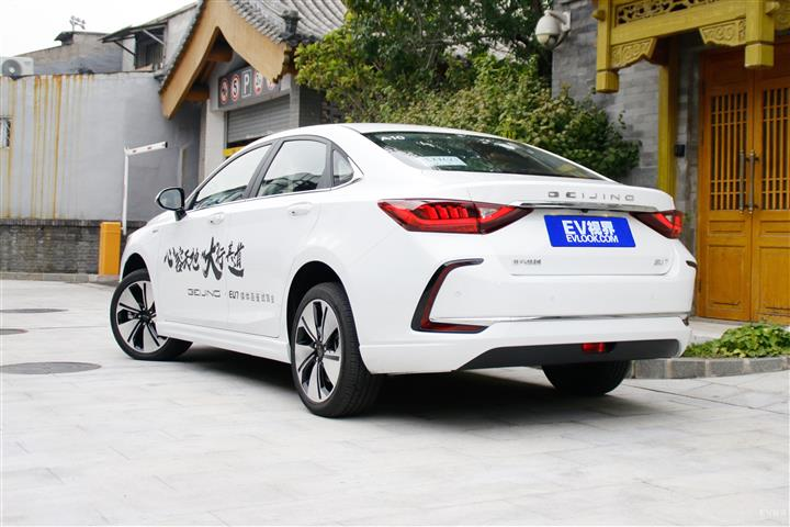 北京汽车北京EU7