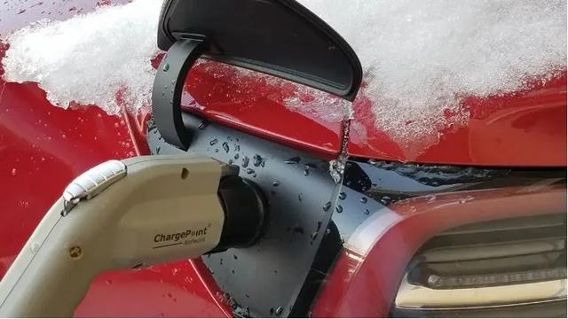 开电动车暖风随便开!被捧上天的热泵空调在吹牛吗?